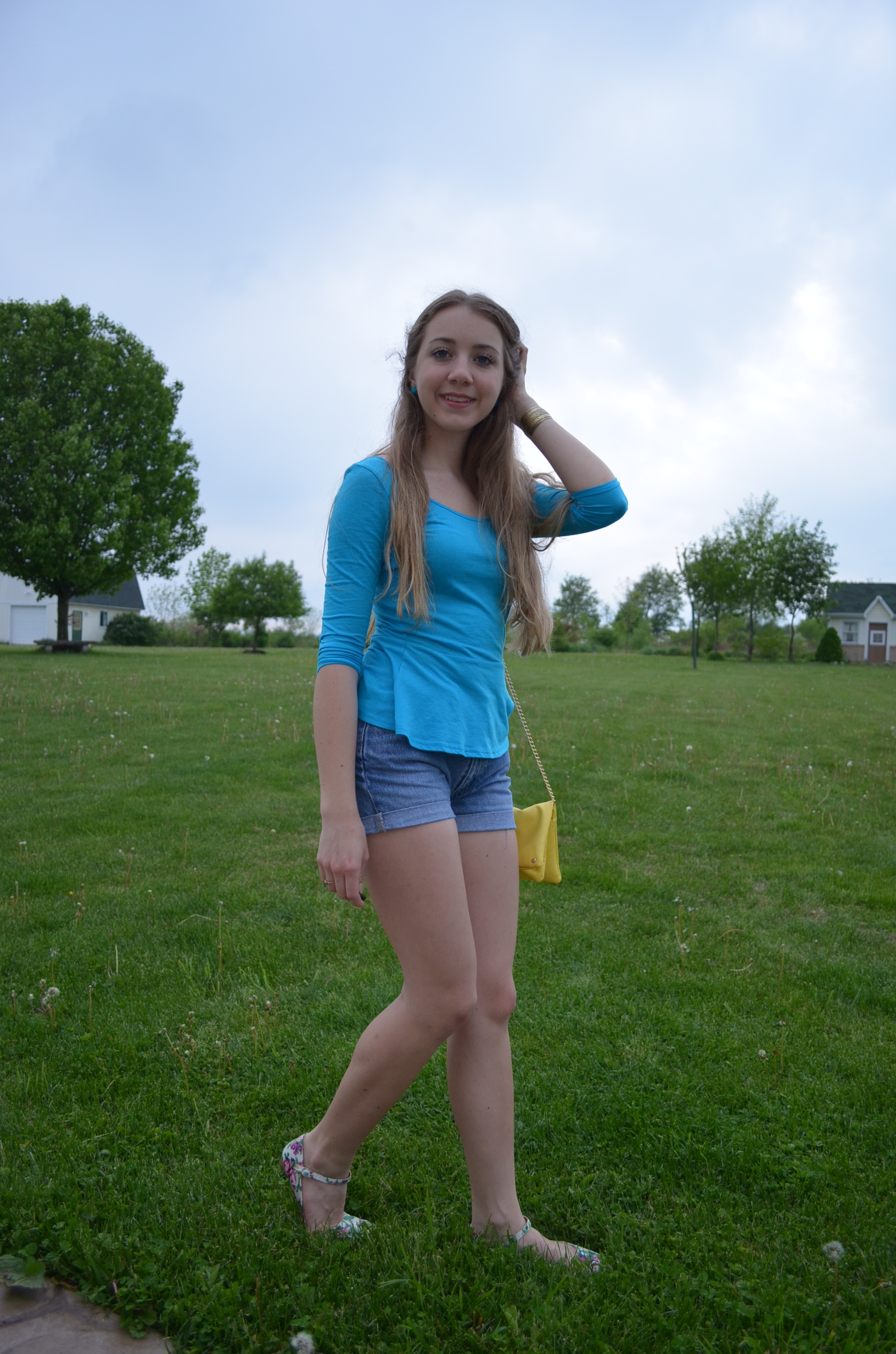 girls in shorts images